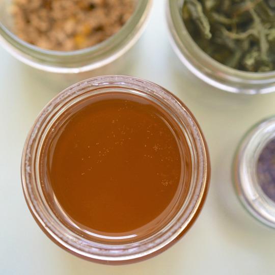 miel infusé aux herbes